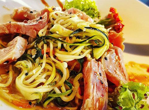 spaghete-de-zucchine-cu-ton-marinat-1