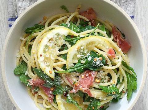 spaghete-cu-prosciutto-lamaie-si-rucola-fi